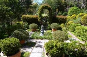 Fantastically formal gardens will be on display. Image from http://bit.ly/ZXSvOH